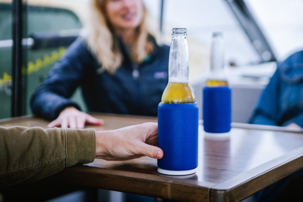 Anchor drink system keeps drinks from spillling on a boat